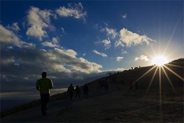 朝日の昇る風景の写真