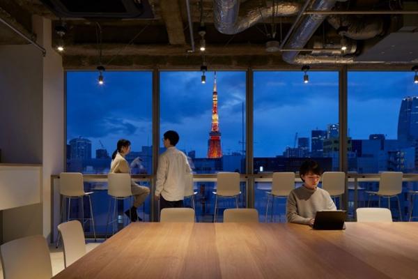 ナインアワーズ浜松町から眺める東京タワーの夜景の写真